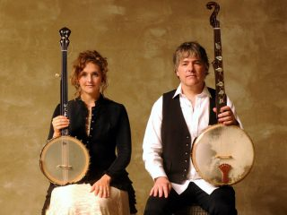 Abigail Washburn, Bela Fleck Are Posing For A Picture